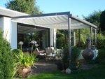 moderne terrassen berdachung und terrassenbeschattungen f r optimalen sonnenschutz. Black Bedroom Furniture Sets. Home Design Ideas
