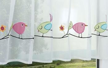 Rosa gardinen und vorh nge als kreative fensterdekoration for Bistrogardine kinderzimmer