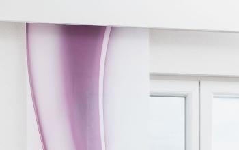 lila vorh nge und gardinen kreative fensterdekoration. Black Bedroom Furniture Sets. Home Design Ideas