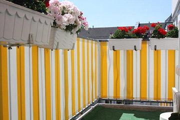 balkon sichtschutz mit balkonverkleidung balkonumrandung oder balkonbespannung. Black Bedroom Furniture Sets. Home Design Ideas
